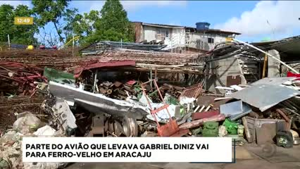 Parte do avião que levava o cantor Gabriel Diniz vai para ferro-velho em Aracaju