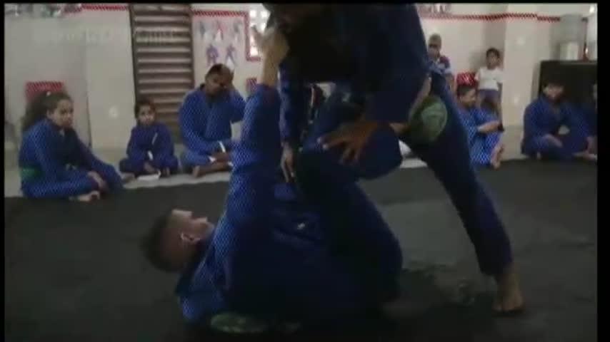 O Esporte Campeão acompanhou um dia de treinamento de Jiu-Jitsu do Projeto Siri na Lata