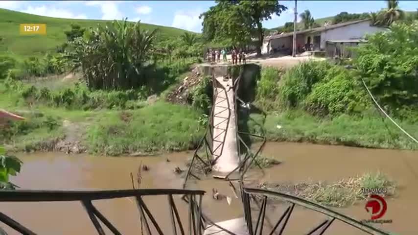 Ponte que liga duas comunidades desaba em São Luís do Quitunde