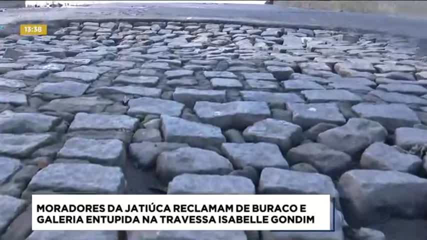 Moradores da Jatiúca reclamam de buraco e galeria entupida na Travessa Isabelle Gondim